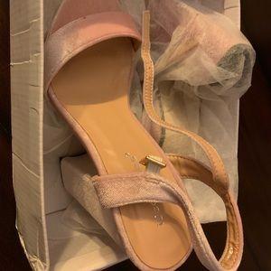 IDEAL SHOES shoes. Size 36 but fits US 7